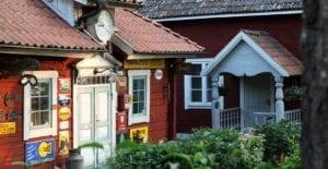 Runt om på herrgården hittar ni Åströms samlingar