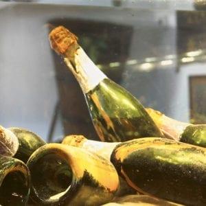 Fira in det nya året på Dufweholms Herrgård med ett glas champagne
